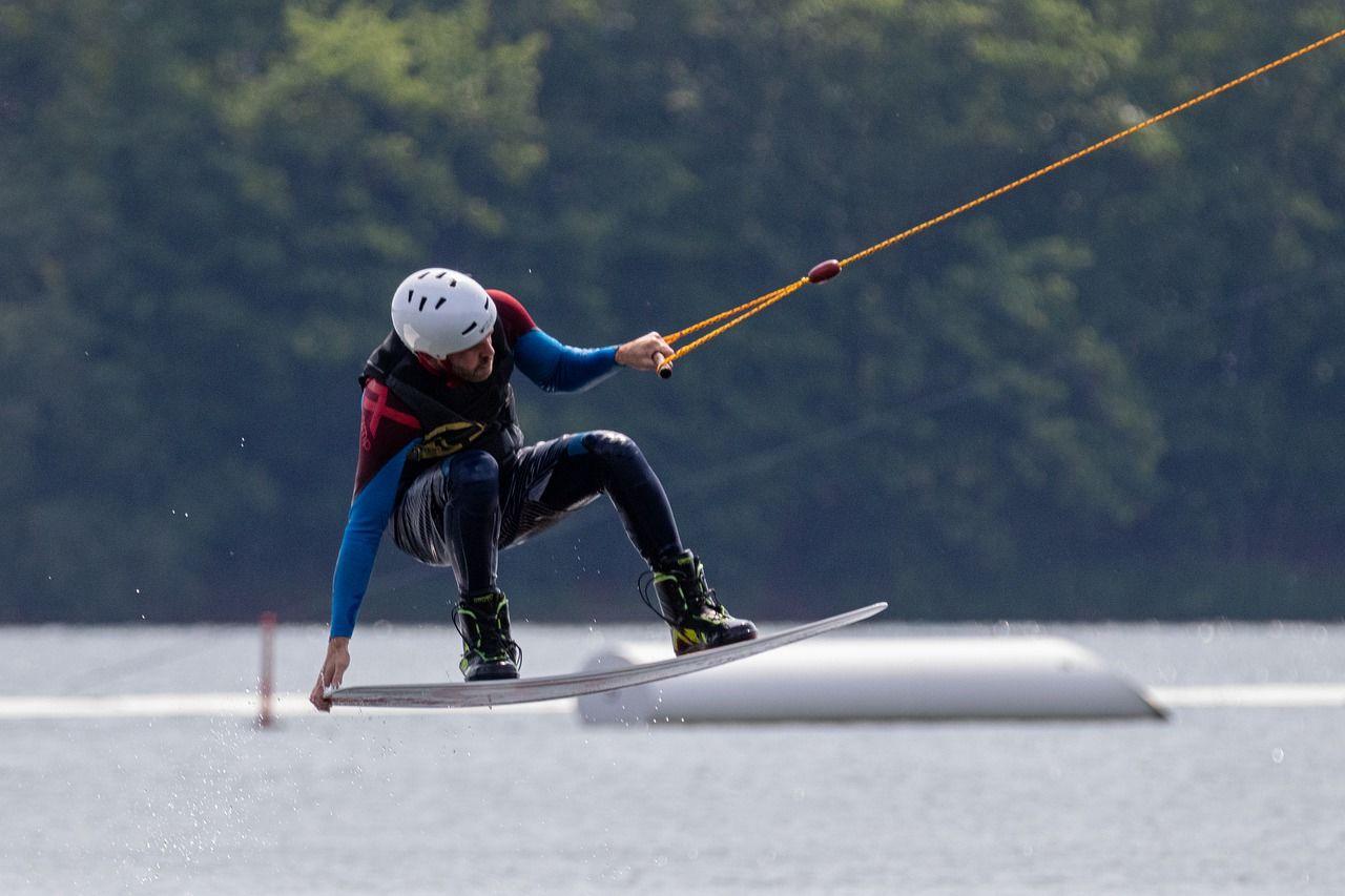 Kunde geniessend von wakeboard Aktivität