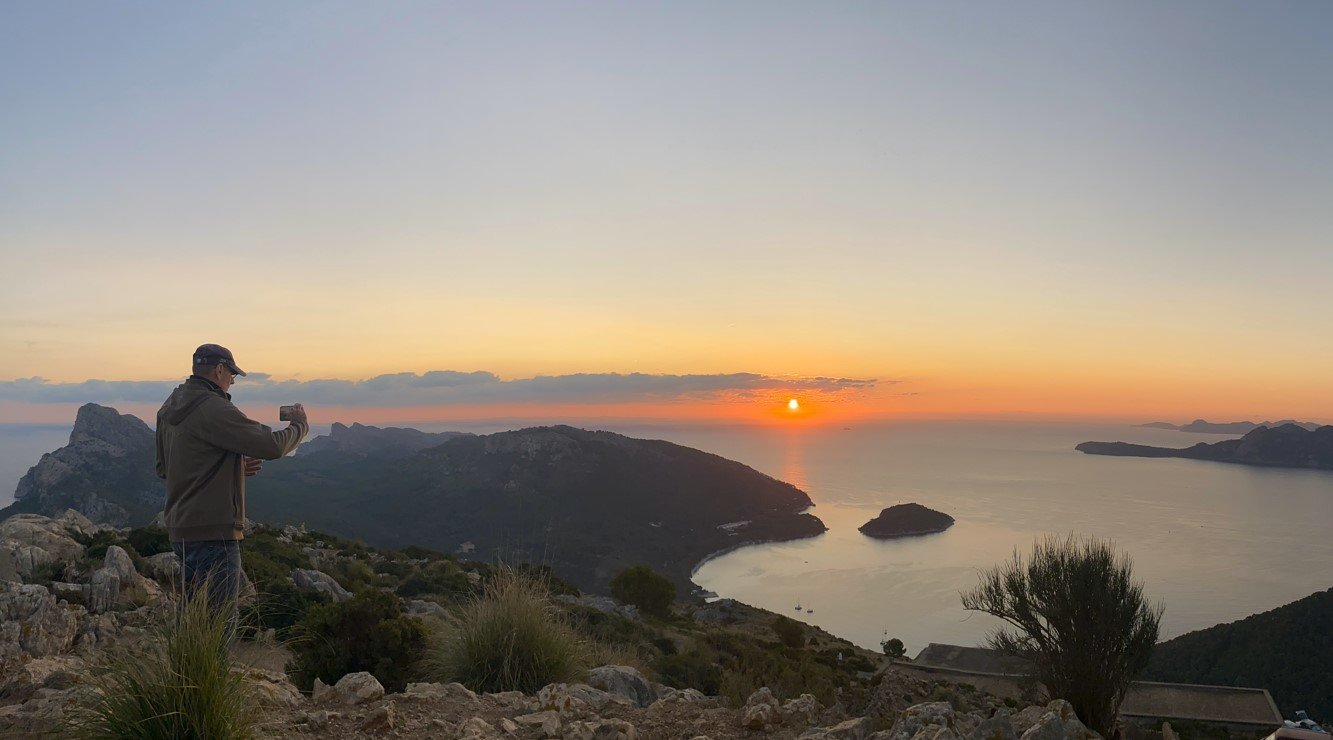 photographing the sunrise in mallorca